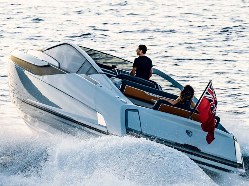F//LINE 33: ON BOARD THE NEW FAIRLINE BOATS TENDER